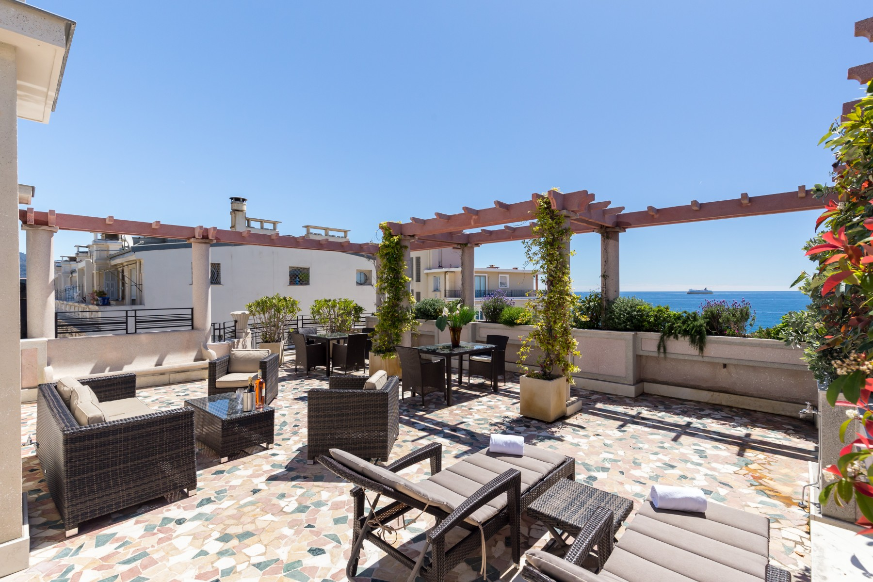 Apartments in nice a p sea view terrace penthouse prestige for Terrace in apartment