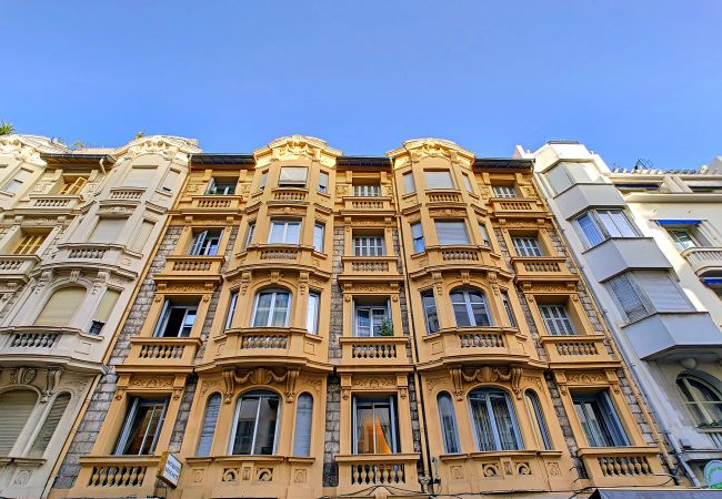 Apartment in Nice - N&J - SIXTIES - Central - Very close sea - Retro