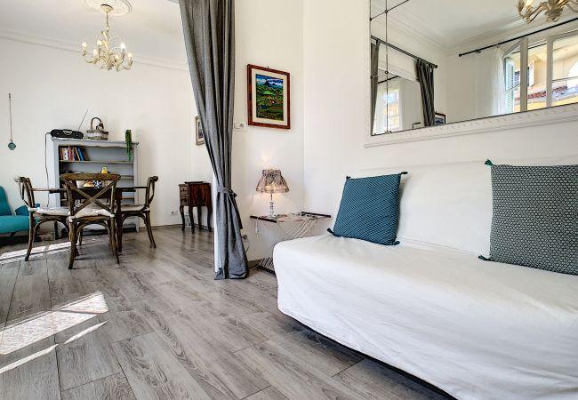Appartement à Nice - N&J - LAVINIA - Central - Proche mer - Dernier étage