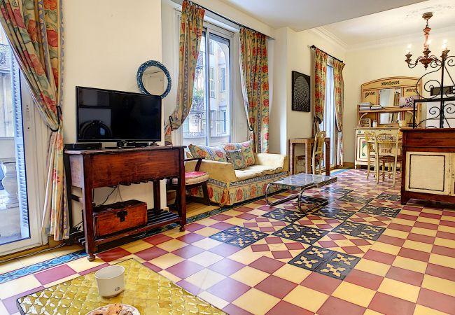 Appartement à Nice - N&J - SIXTIES - Central - Très proche mer - Rétro