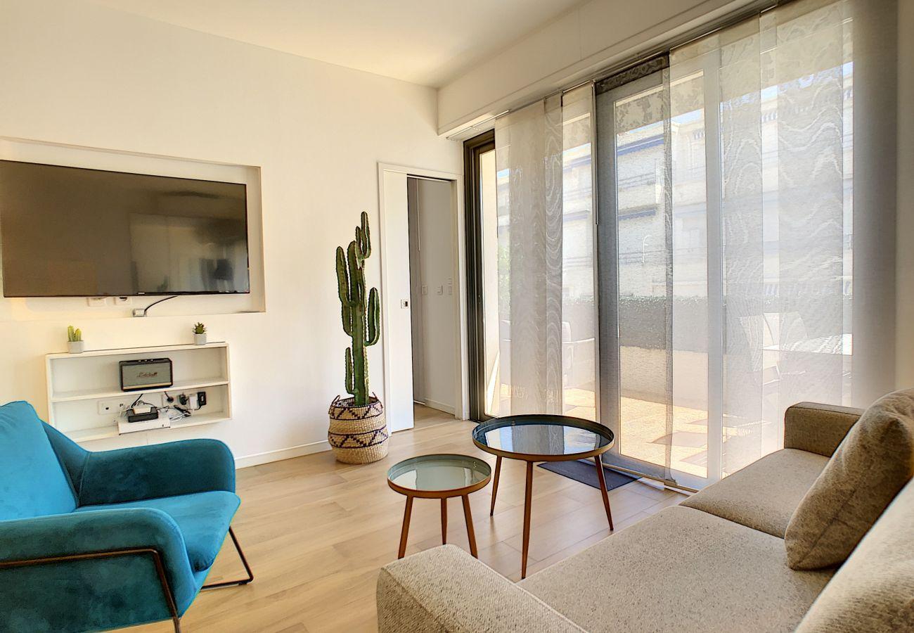 Appartement à Nice - N&J  - REINE MARIE TERRASSE - Central - Très proche mer - Dernier étage